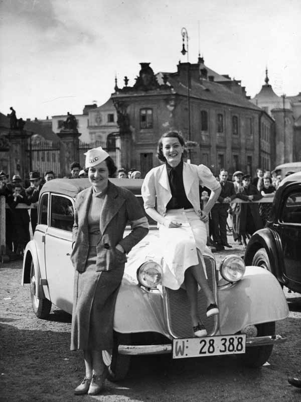 Rajd samochodowy kobiet w Warszawie stara fotografia