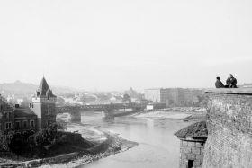 Widok z Wawelu na willę Rożnowskich