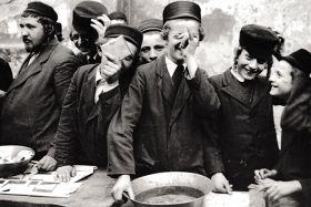 Chłopcy żydowscy podczas święta