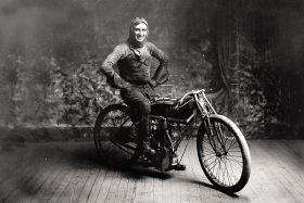 Kartka pocztowa – motocyklista Ray Weishar
