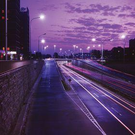 Kartka pocztowa – Warszawska ulica nocą