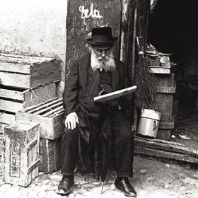 Magnes – Żyd czytający gazetę