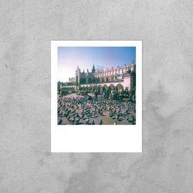 Kartka  Polaroid - Krakowskie gołębie na tle Sukiennic