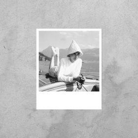 Kartka Polaroid - Audrey Hepburn na łodzi