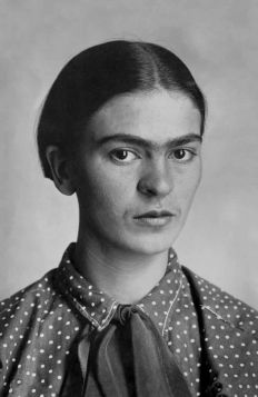 Portret - Frida Kahlo, 1926