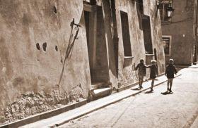 Dzieci na ulicy w Warszawie - stare zdjęcie Warszawy
