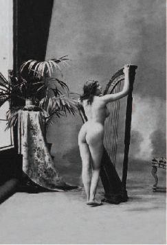 Kartka pocztowa - Kobieta z harfą