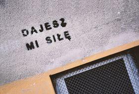 Kartka pocztowa - Street Art: Dajesz mi siłę