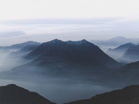 Mgliste góry