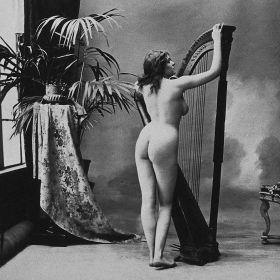 Akt - Kobieta z harfą