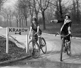 Dziewczyny na rowerach - plakat