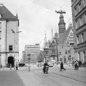 Wrocław Widok na Stary Ratusz z ulicy Oławskiej