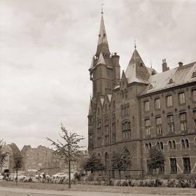 Wrocław - Budynek Biblioteki Uniwersyteckiej j przy ulicy Szajnochy