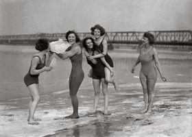 Dziewczyny na plaży - plakat