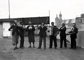 Orkiestra na dachu - plakat