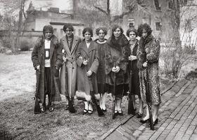 Dziewczyny z karabinami - plakat
