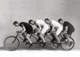 Czwórka rowerzystów - plakat