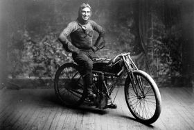 Motocyklista Ray Weishar