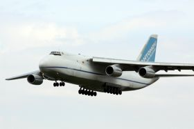 Samolot transportowy AN-124 Ruslan